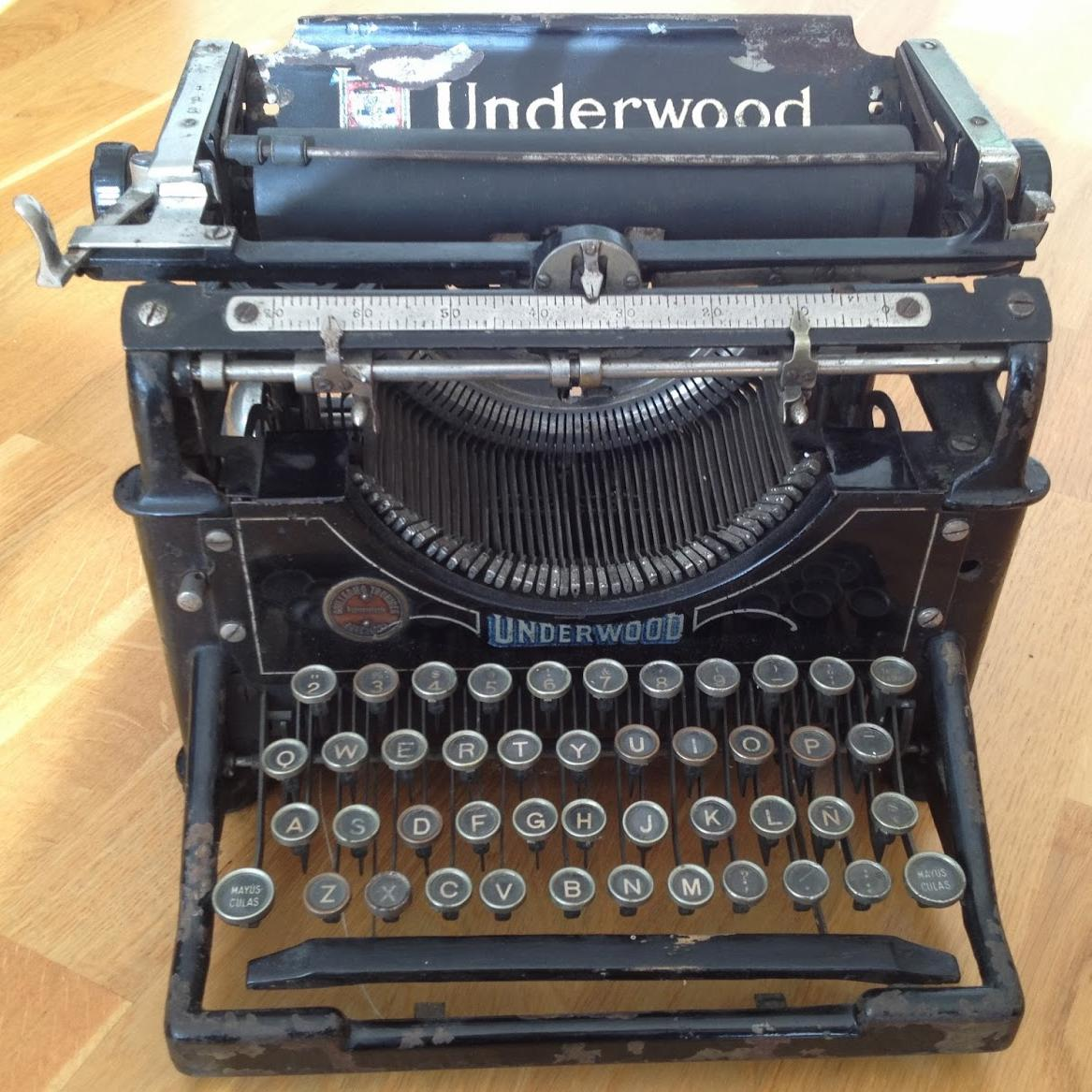 スペイン語キー配列(Ñを含む)の「Underwood Typewriter No.2」