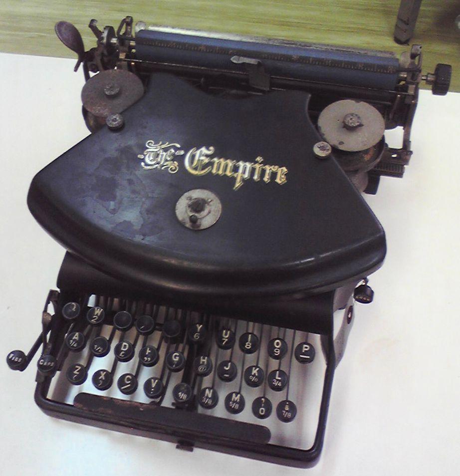 伊藤事務機の「Empire Typewriter」