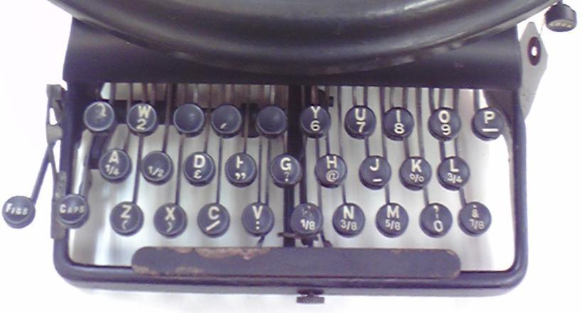 伊藤事務機の「Empire Typewriter」のキーボード