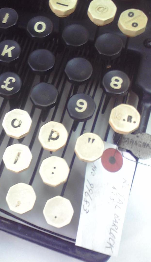 伊藤事務機の「Royal Bar-Lock No.10」キーボード右端