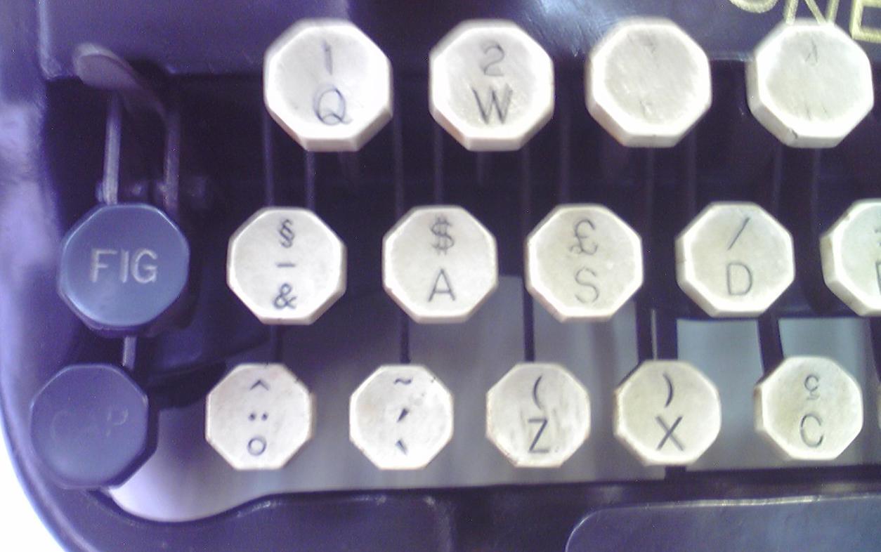 伊藤事務機の「Oliver No.10」キーボード左端