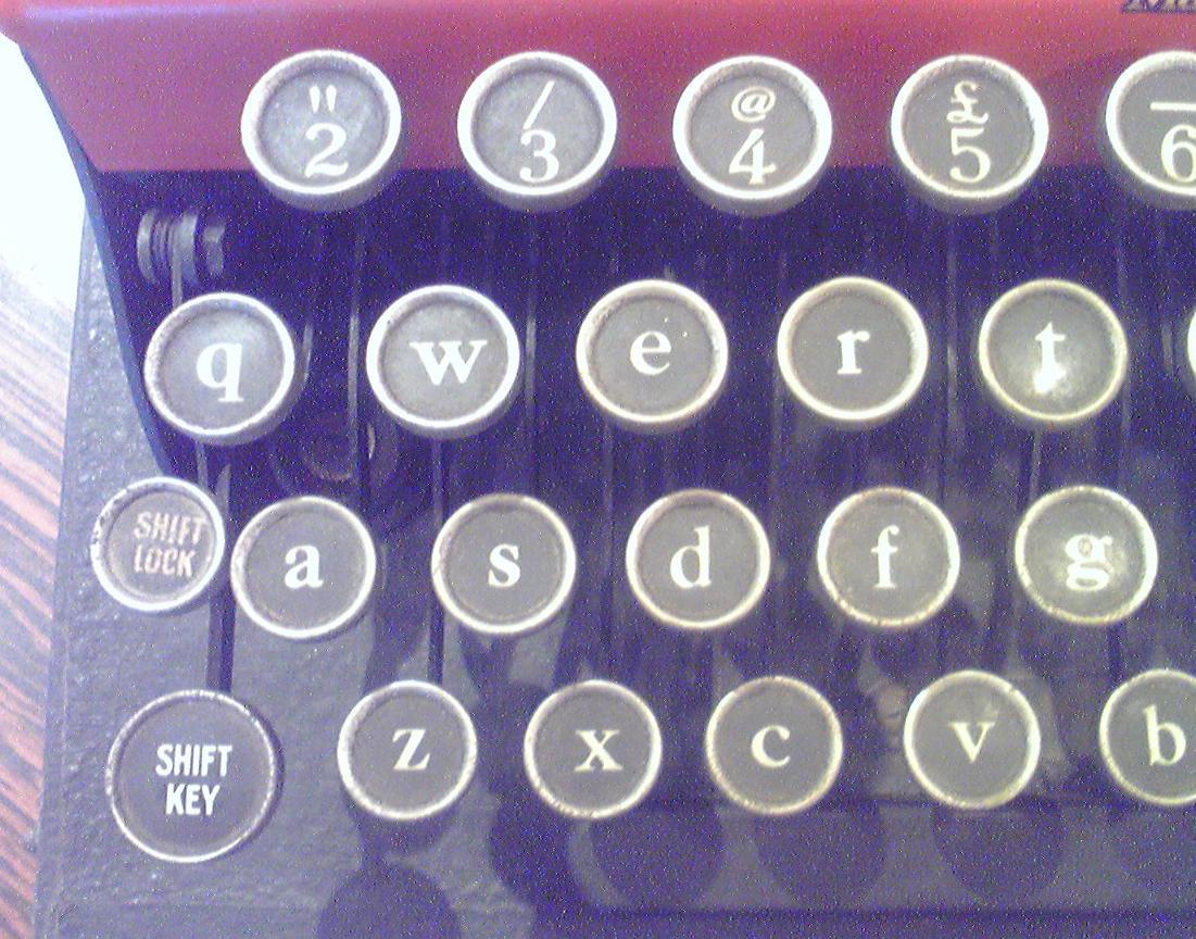 菊武学園の「Monarch Pioneer」のキーボード左半分